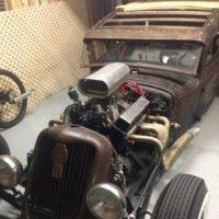 Antique style hotrod (copper), big front wheels with un-enclosed engine